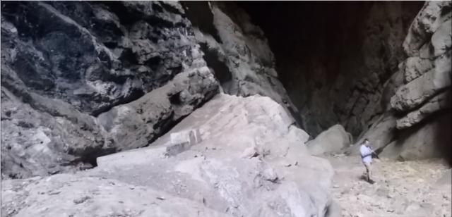 Tarogato in the Cueva del Hundidero